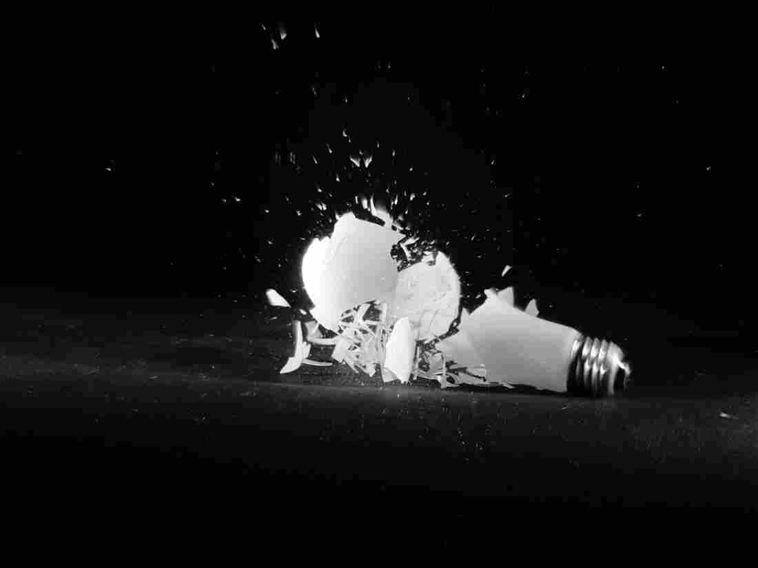 circa 1955: An ordinary electric lightbulb seems to explode on contact when it is dropped from a height of six feet. (Photo by Al Barry/Three Lions/Getty Images)