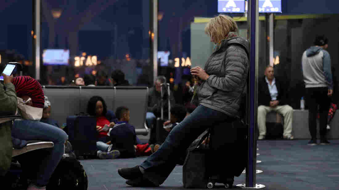 Technical problems caused headaches for travelers at several major airlines