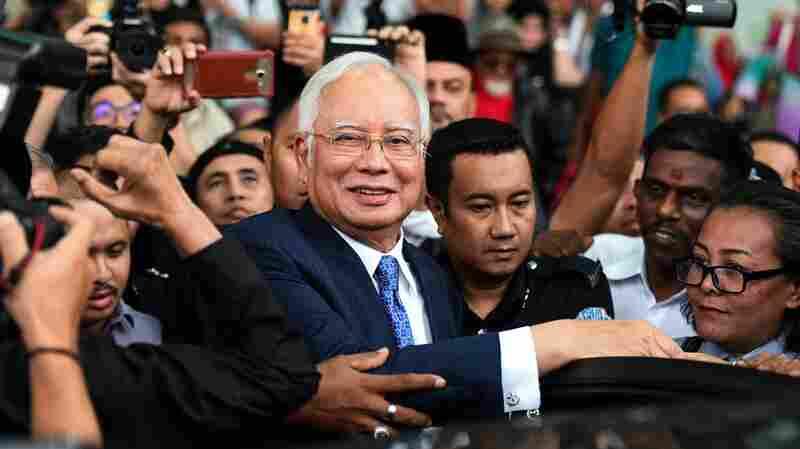 Malaysia's Former PM Najib Razak Begins Trial On 1MDB Slush-Fund Charges