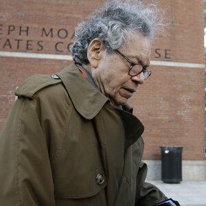 O executivo opiáceo John Kapoor é considerado culpado por suborno