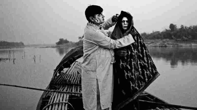 A Photographer's Search For The Vanishing Stars Of Bengali Folk Theater