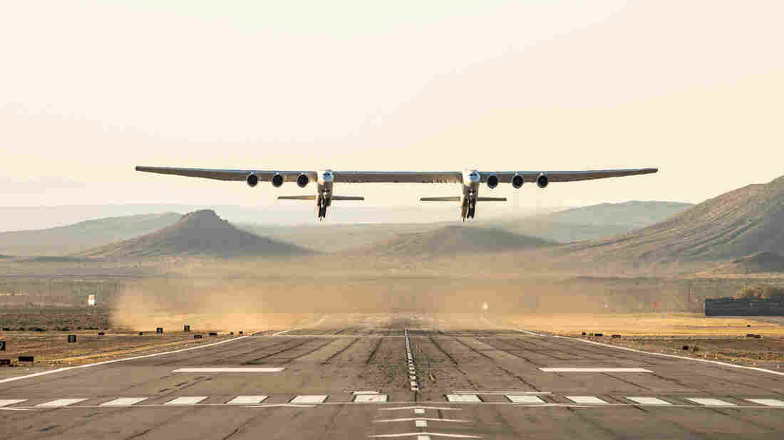 Aircraft with the largest wingspan in the world completes first flight