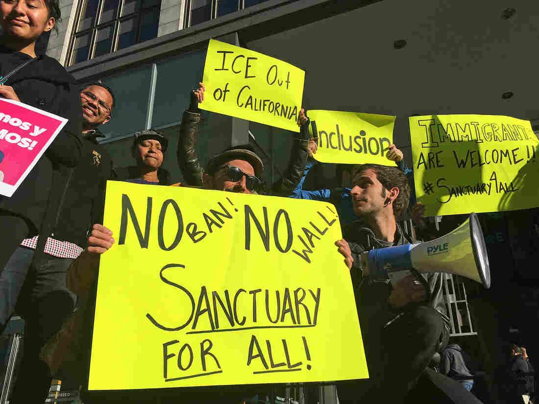 Westlake Legal Group ap_18278825423089-399e0df7a76dc9bbc1de150522055031d9a55cb5-s1100-c15 Federal Appeals Panel Upholds California Sanctuary Law