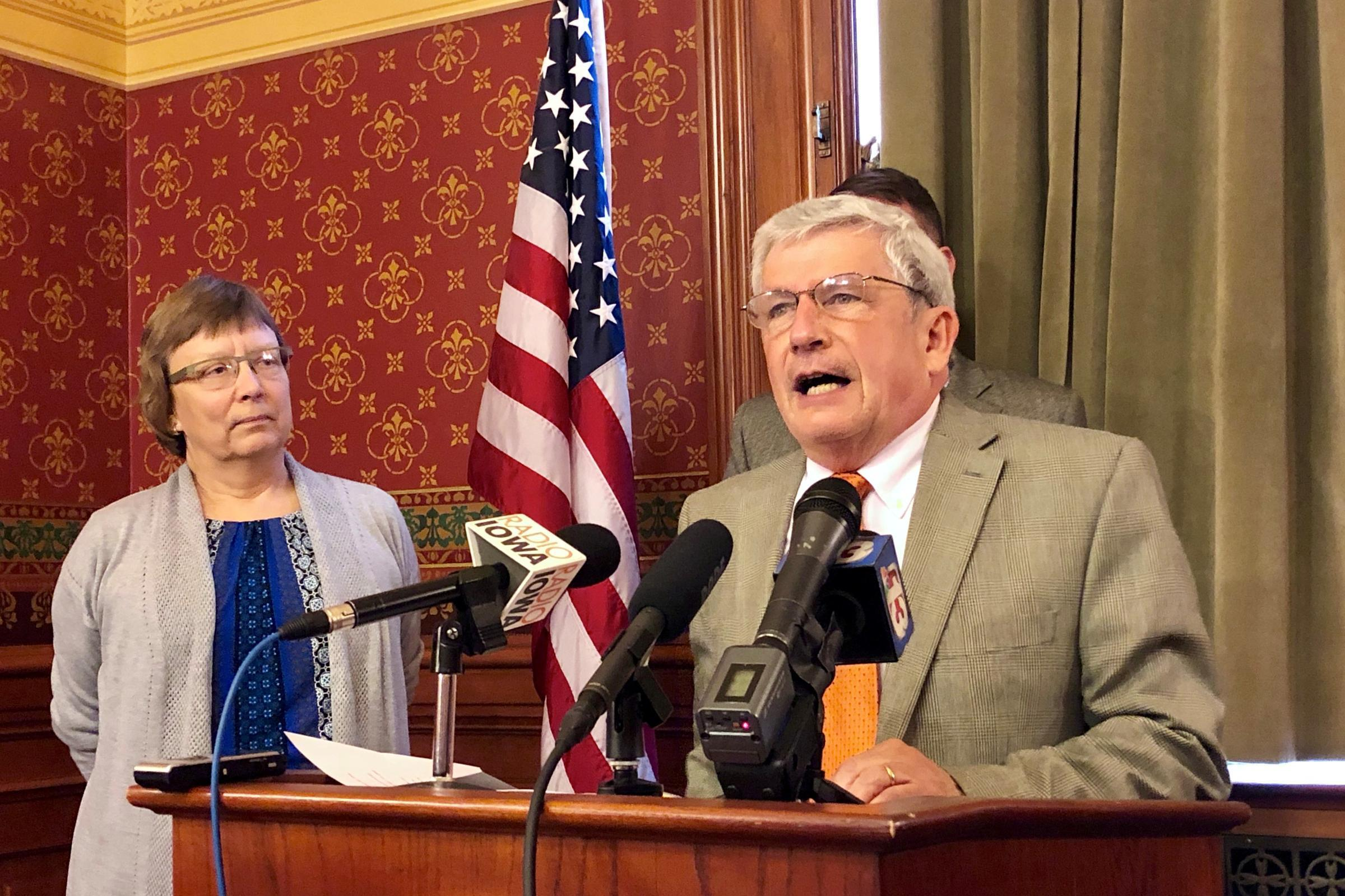 Blasting Trump's 'Unacceptable Behavior,' Iowa Lawmaker Leaves GOP After 40+ Years