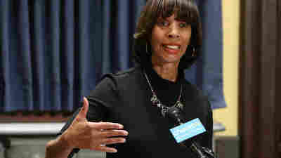 FBI And IRS Raid Baltimore Mayor Catherine Pugh's Home And Offices At City Hall
