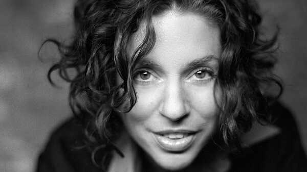 Ani DiFranco Relives Her Indie Rock Rise: 'I Wanted A Different Kind Of Power'