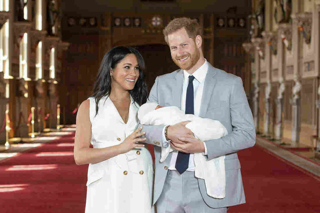 Westlake Legal Group ap_19128422858444_custom-159d37abe38f02f04b62d9ec4359b7967877d602-s1100-c15 PHOTOS: A New Addition To The Royal Baby Album