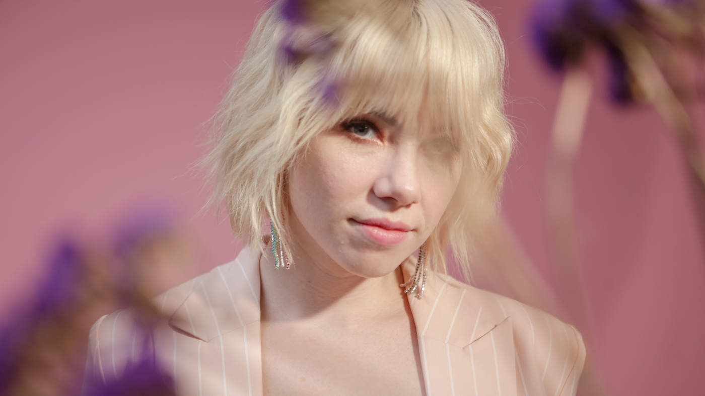 Carly Rae Jepsen Colors Outside The Lines