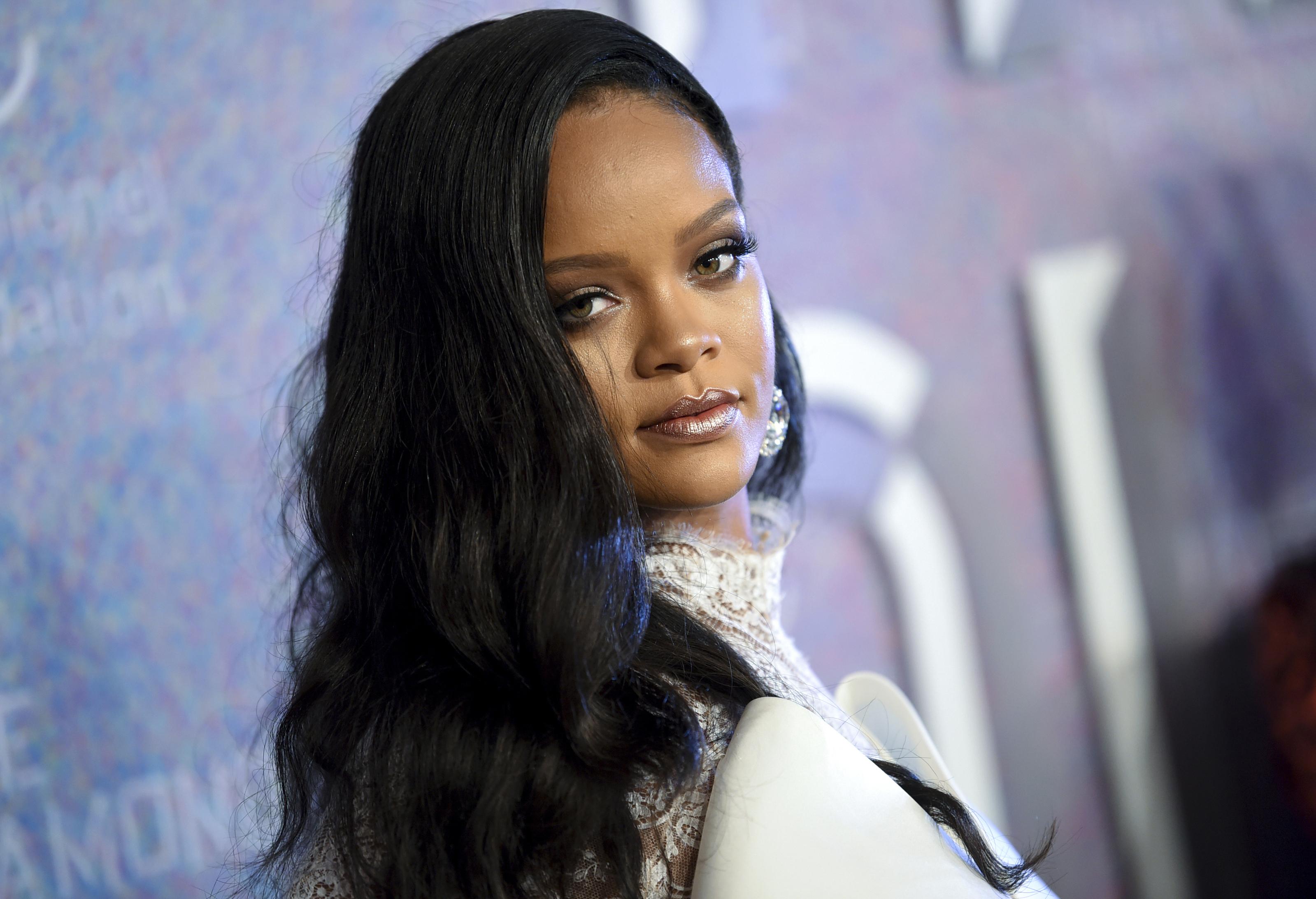 Rihanna Breaks Barriers Joins Luxury Group Lvmh To Launch Fenty Fashion Line Npr