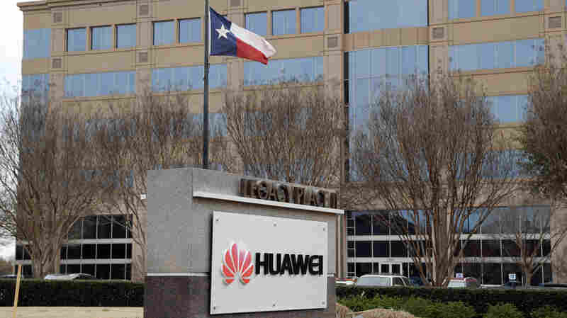 Trump Takes Aim At Huawei, Paves Way For Ban Of Foreign Telecom Equipment