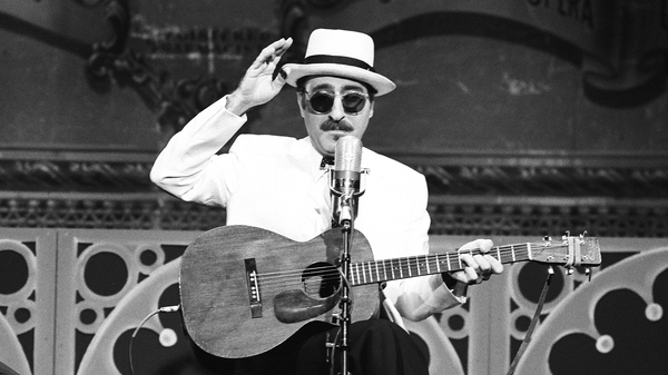 Leon Redbone performs on The Tonight Show Starring Johnny Carson on April 24, 1991.