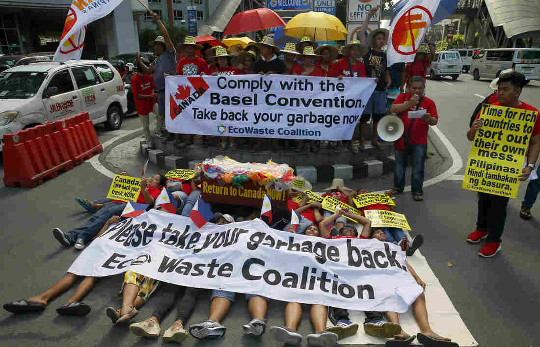 Philippines sends illegally dumped rubbish back to Canada