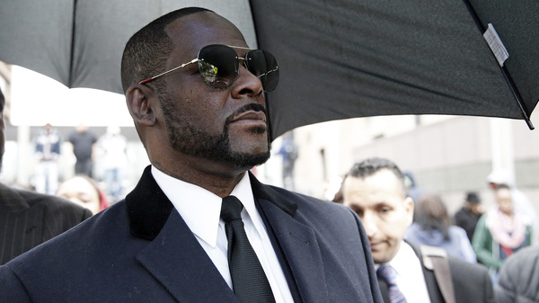R. Kelly leaves the Leighton Courthouse in Chicago, Ill., on May 7, 2019, following a hearing in relation to the sex abuse allegations made against him.