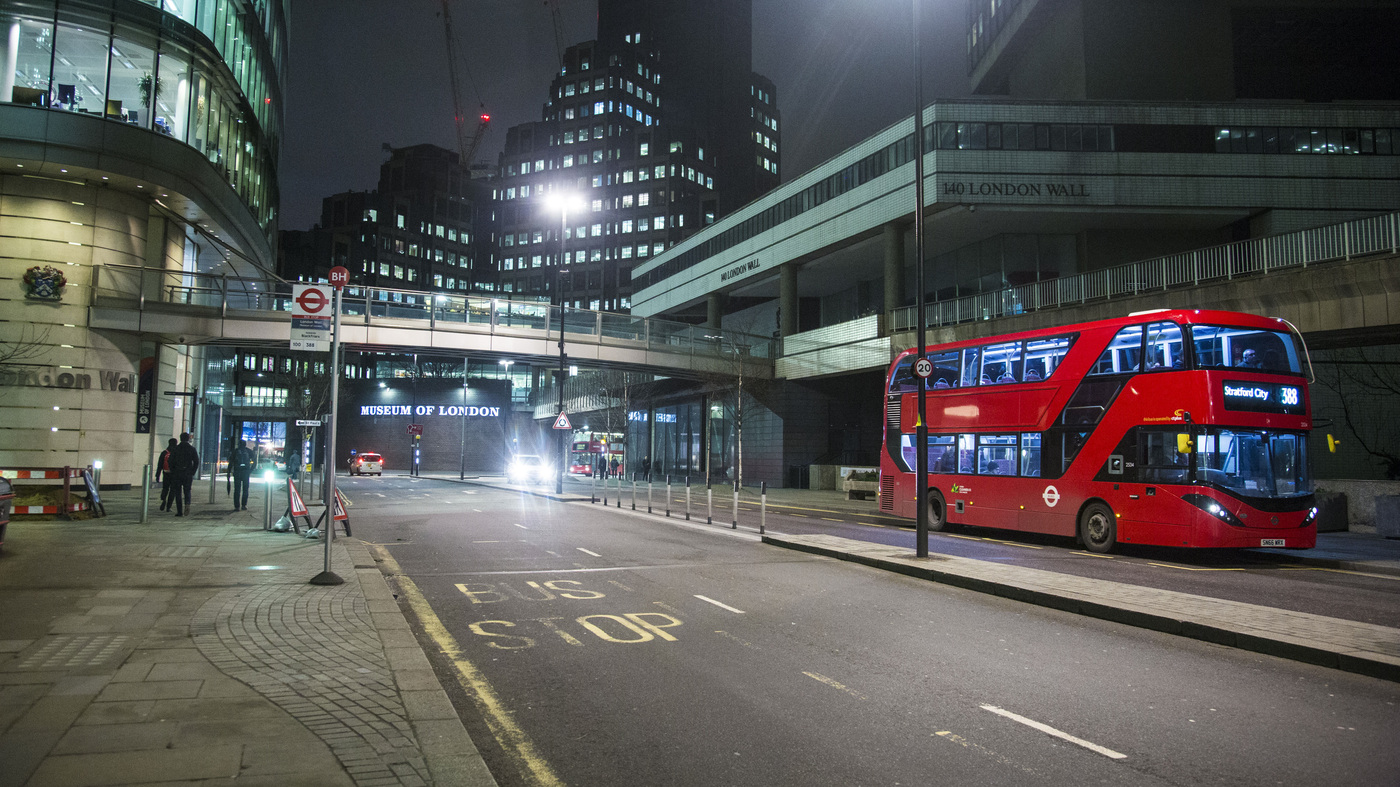 5 Teens Arrested In Homophobic Attack On London Bus thumbnail