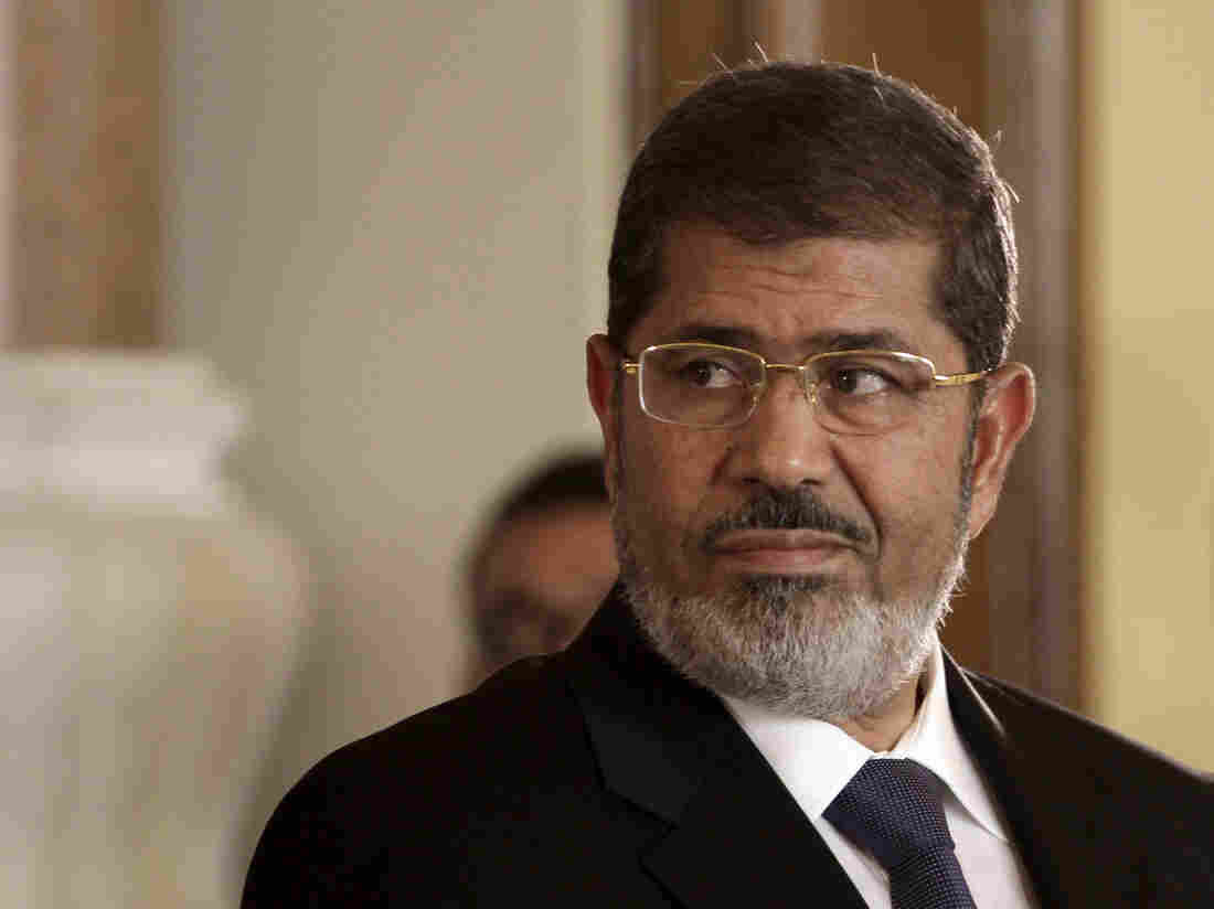 Former Egyptian president Mohamed Morsi dies in court