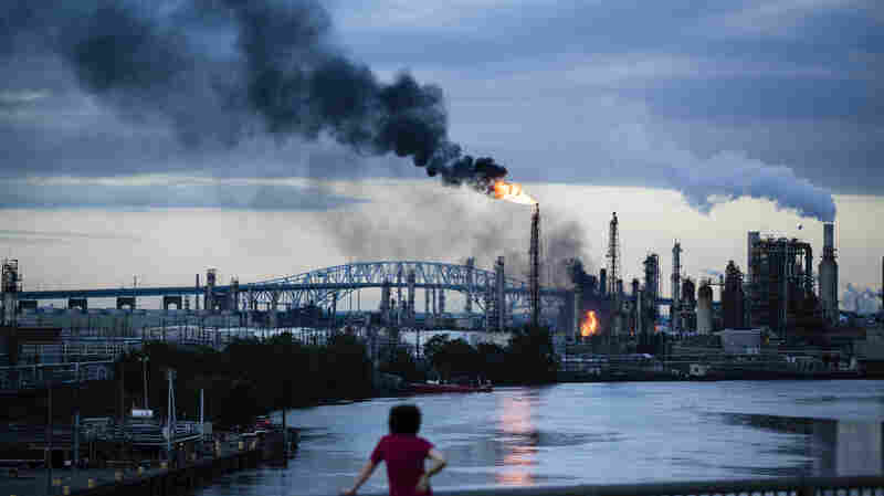 Explosions At Philadelphia Oil Refinery Send A Giant Ball Of Fire Skyward