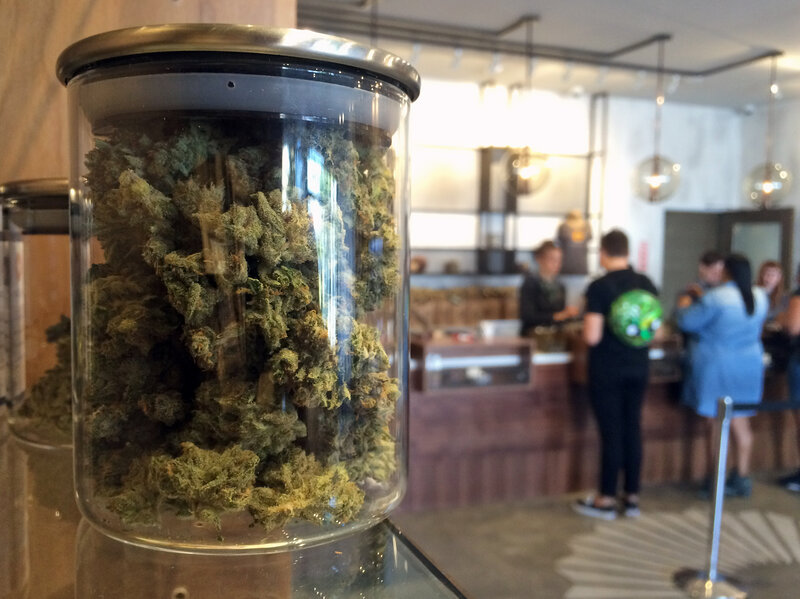 Illinois Governor Signs Law Legalizing Recreational Use Of