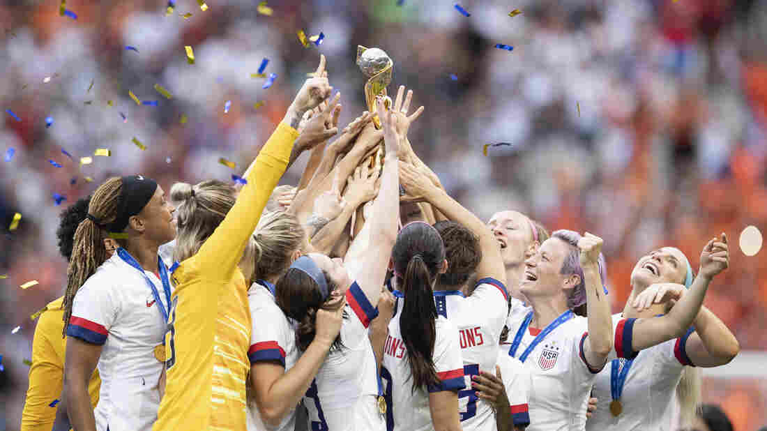Senator introduces USWNT equal pay bill after letter from NCAA coach