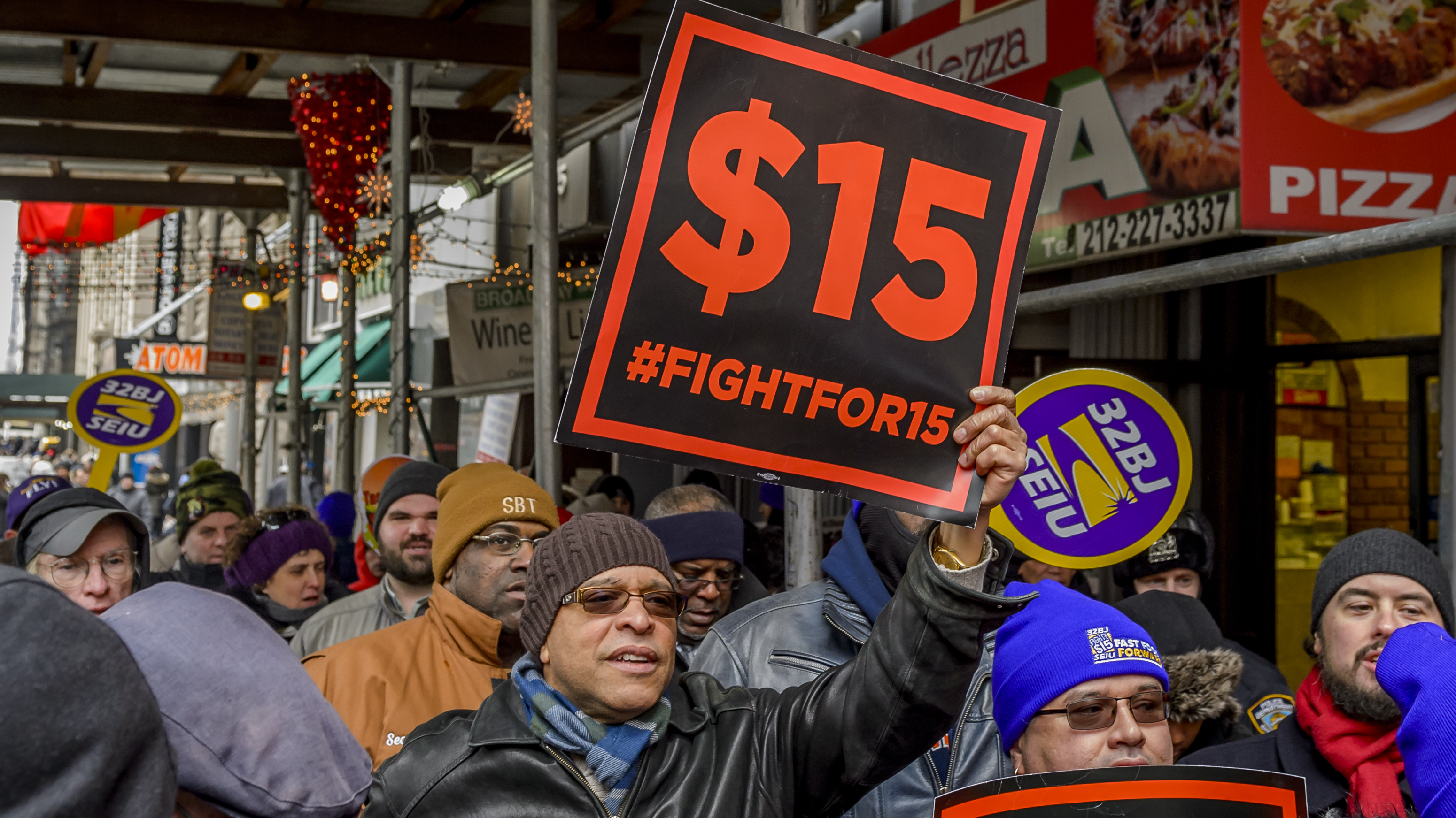 U.S. report defends hiking minimum wage to US$15