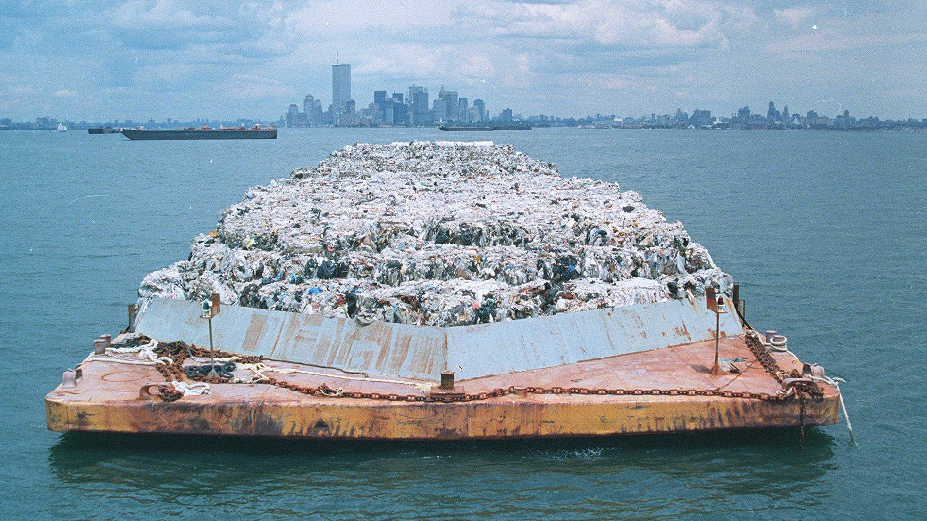 Episode 925: A Mob Boss, A Garbage Boat and Why We Recycle