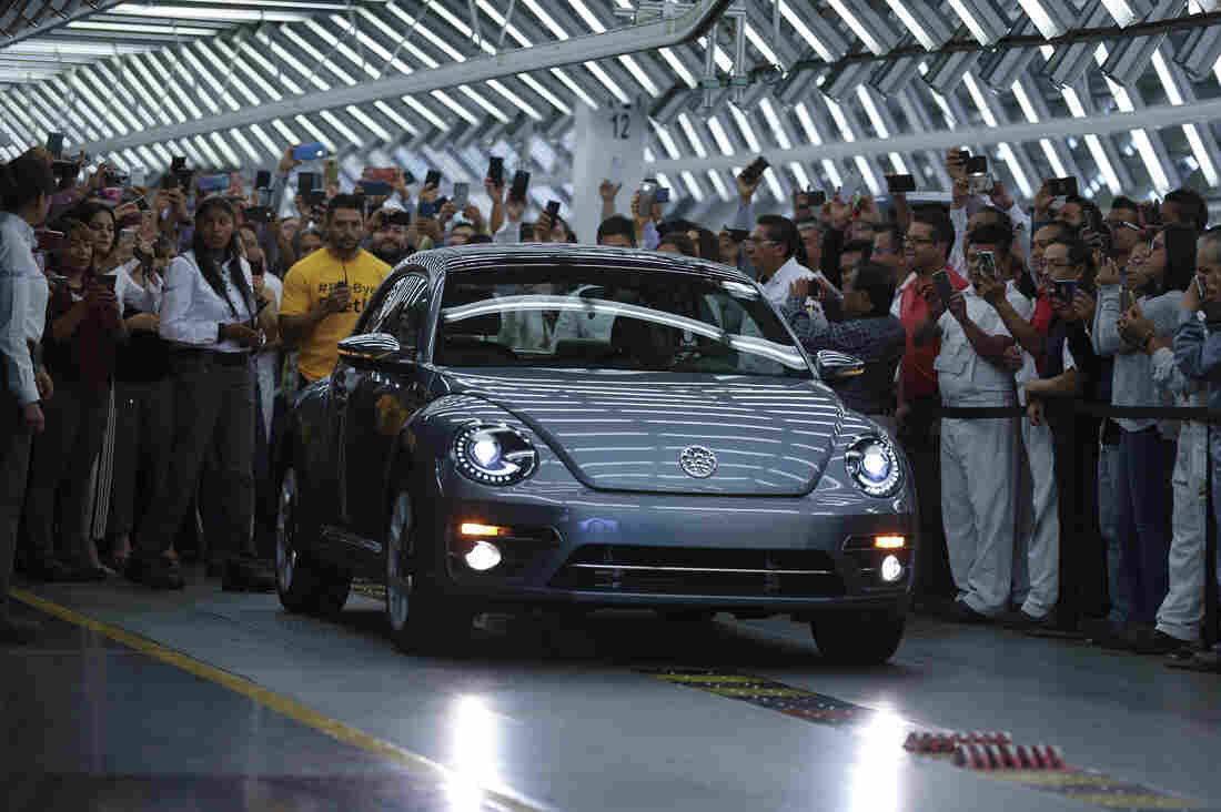 Volkswagen Beetle production ends; final unit rolls off the production line