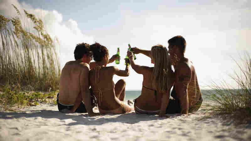 Mixing Alcohol And Sun? Beware, A Buzz Begets A Faster Burn