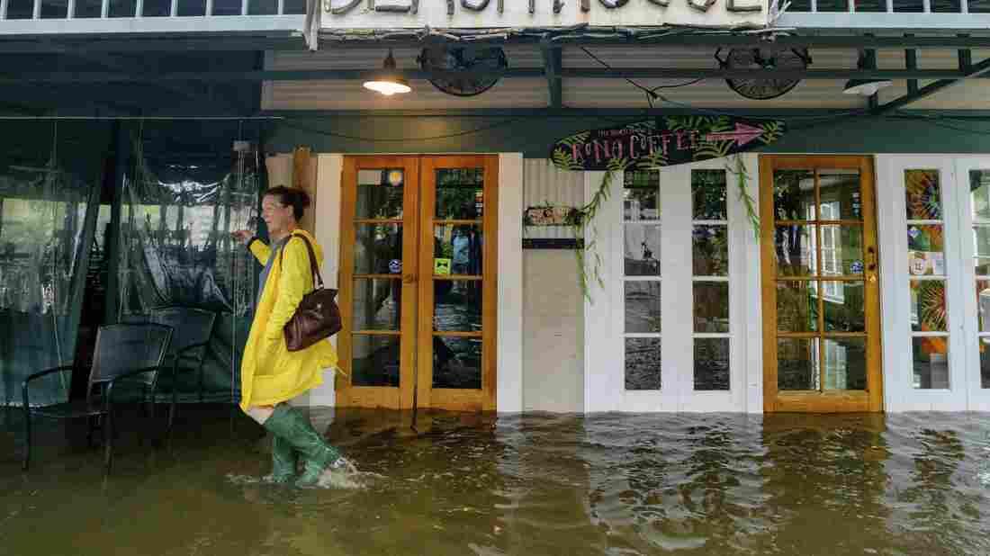 Westlake Legal Group ap_19194527566906_wide-df92dc22a9d85de0006db6cb9188ad7bab57c9ee-s1100-c15 Hurricane Barry Makes Landfall In Louisiana