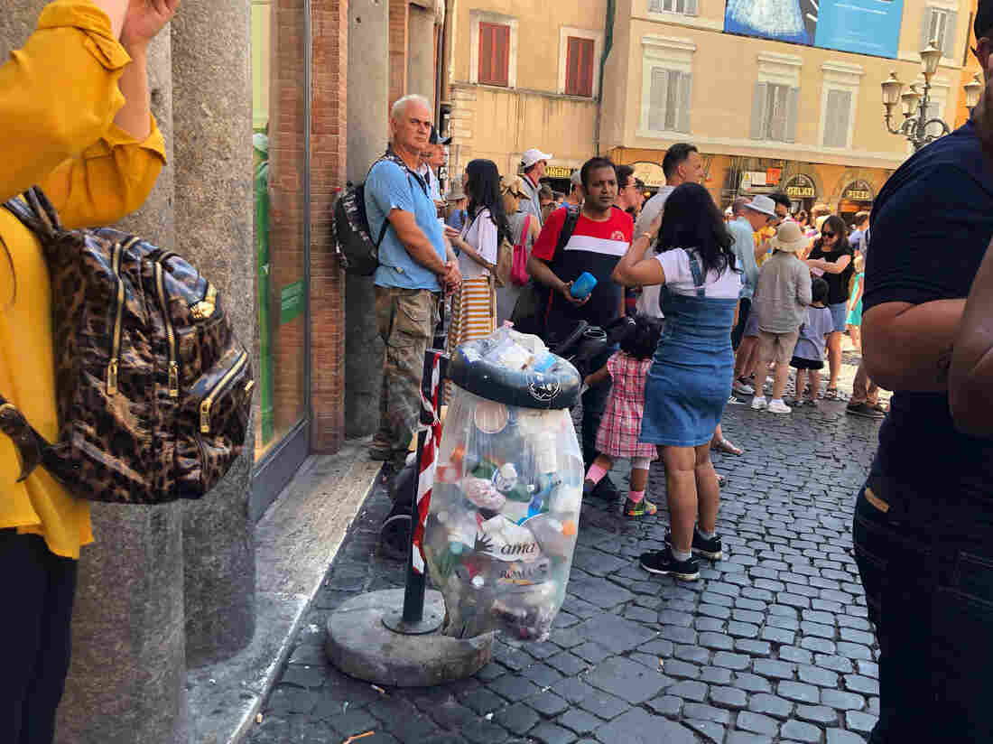 Westlake Legal Group img_5733-2c86a5f969f28dab01883edc38e00fbb72ccbb4c-s1100-c15 In Rome, Uncollected Trash Festers In Scorching Heat