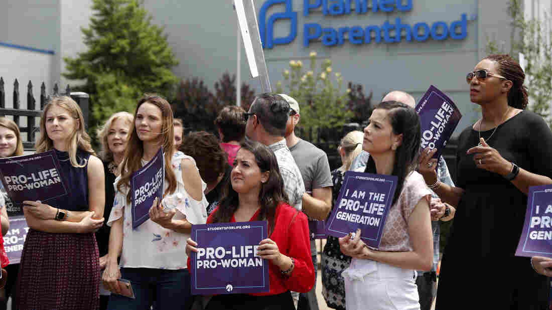 Trump officials weigh delay of abortion rule