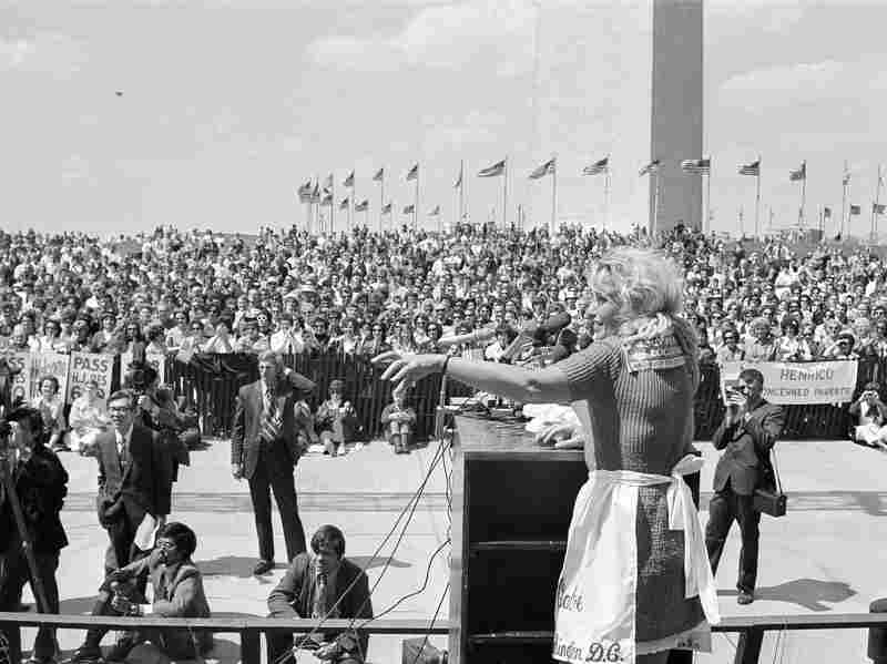 Irene McCabe addresses an anti-busing rally at the base of the Washington Monument after her march from Michigan to the Capitol to protest forced school busing, April 27, 1972.