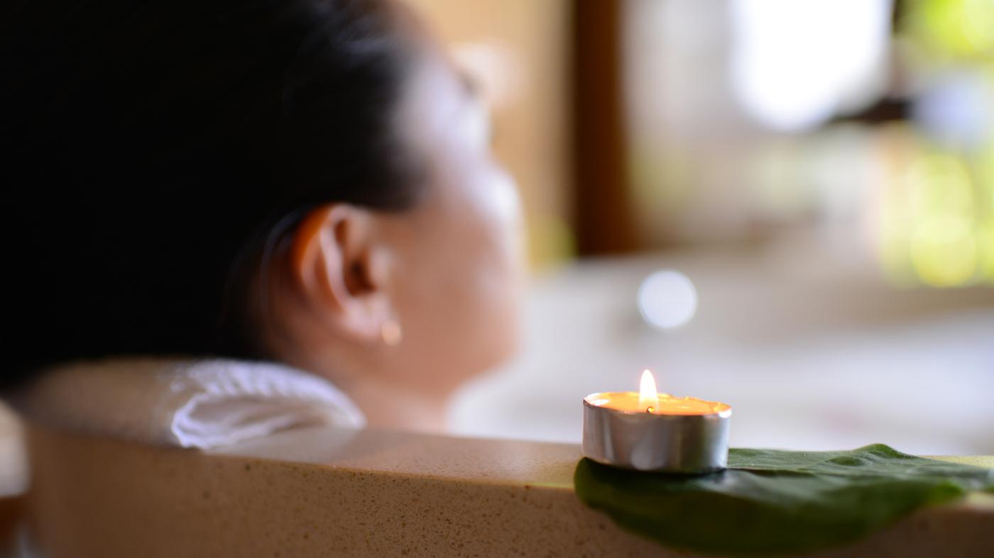 Troubles du sommeil?  Essayez un bain chaud pour vous rafraîchir: Shots - Health ...