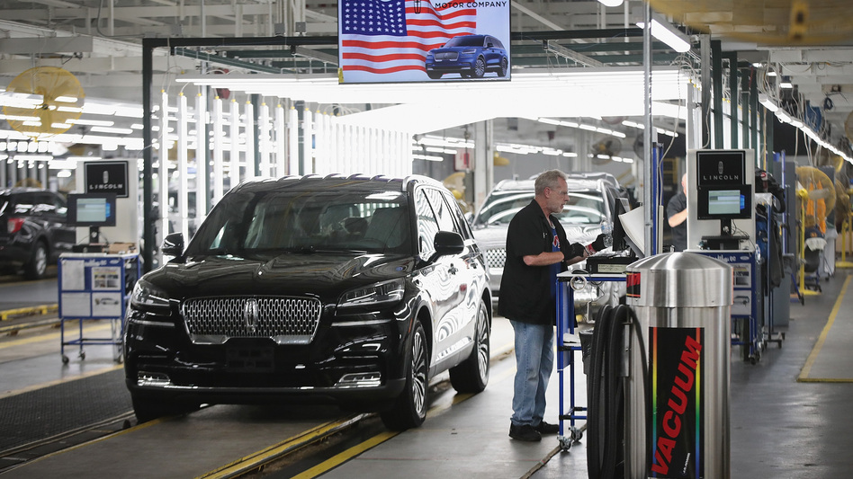 A Lincoln Aviator rolls off the assembly line at a Ford assembly plant in Chicago. California agreed to a deal with four automakers, including Ford, to produce fuel-efficient cars. (Scott Olson/Getty Images)