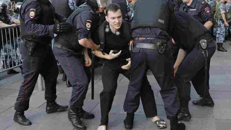 Russian Police Arrest Hundreds Of Demonstrators At Moscow Protest