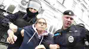 Moscow Police Detain Hundreds At Latest Election-Related Protest