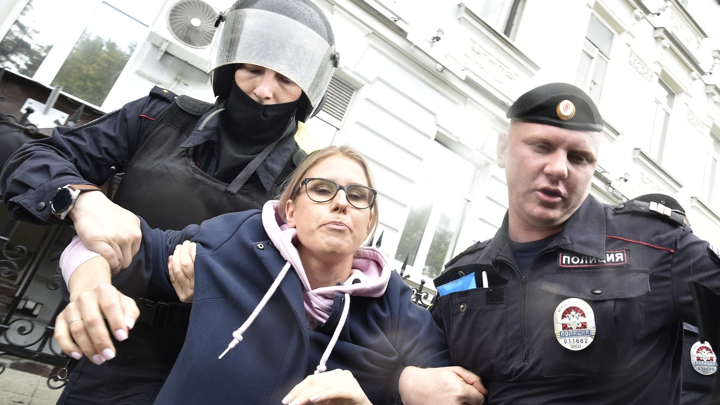 Moscow Police Detain Hundreds At Latest Election-Related Protest thumbnail