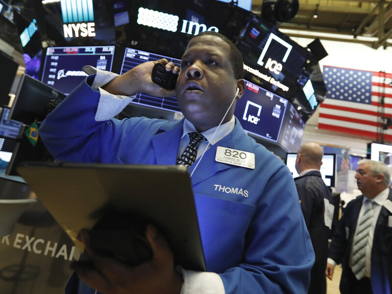 2065510be Stock Markets Tumble After China Devalues Its Currency In Escalating ...