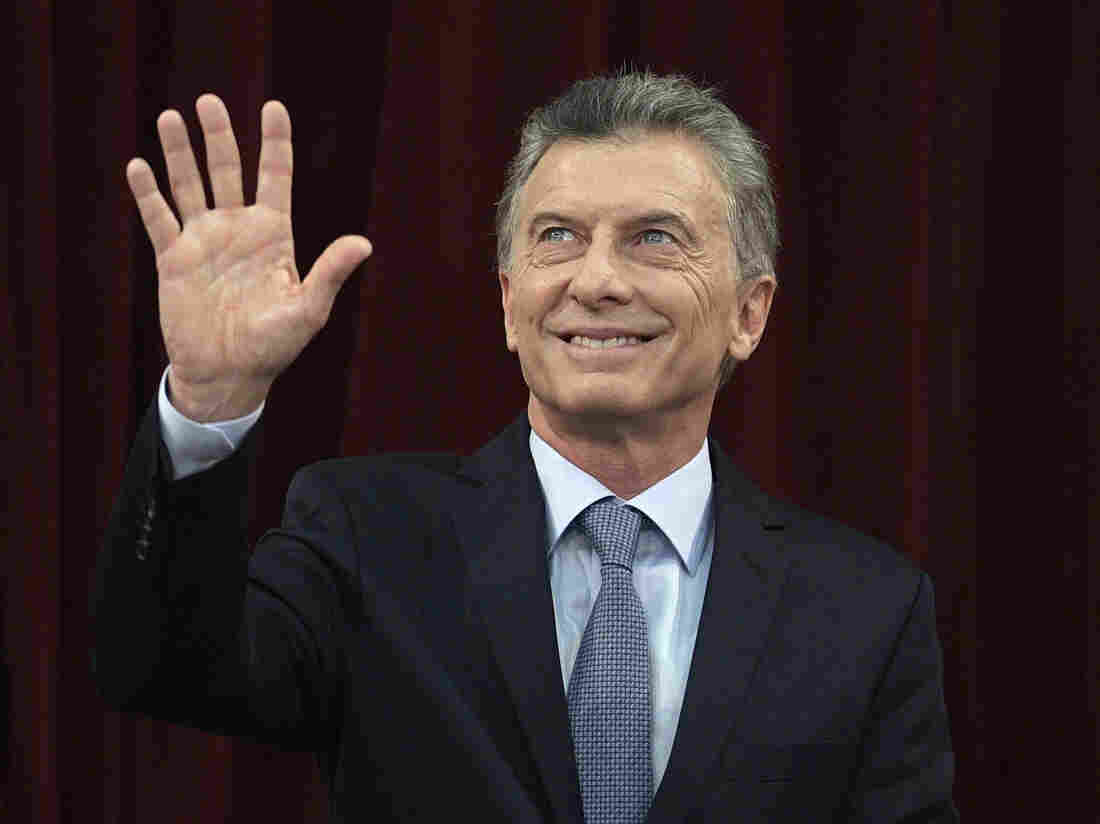 Argentina markets, currency plunge as President Mauricio Macri's re-election chances dip