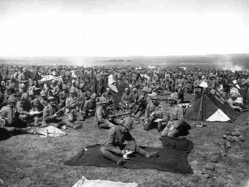 The First Welsh Regiment making camp during the Boer War, 1900.