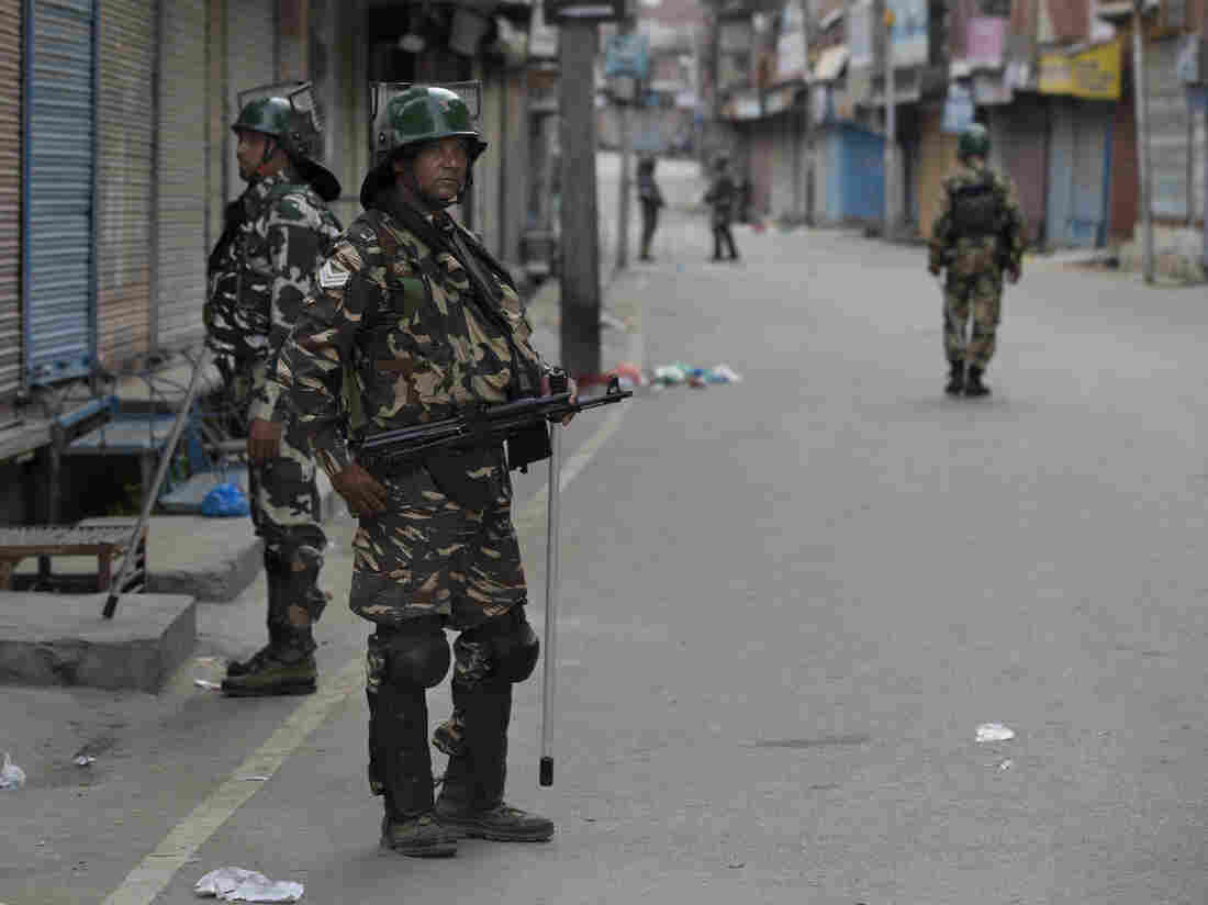 Hundreds arrested in India-run Kashmir during ongoing clampdown