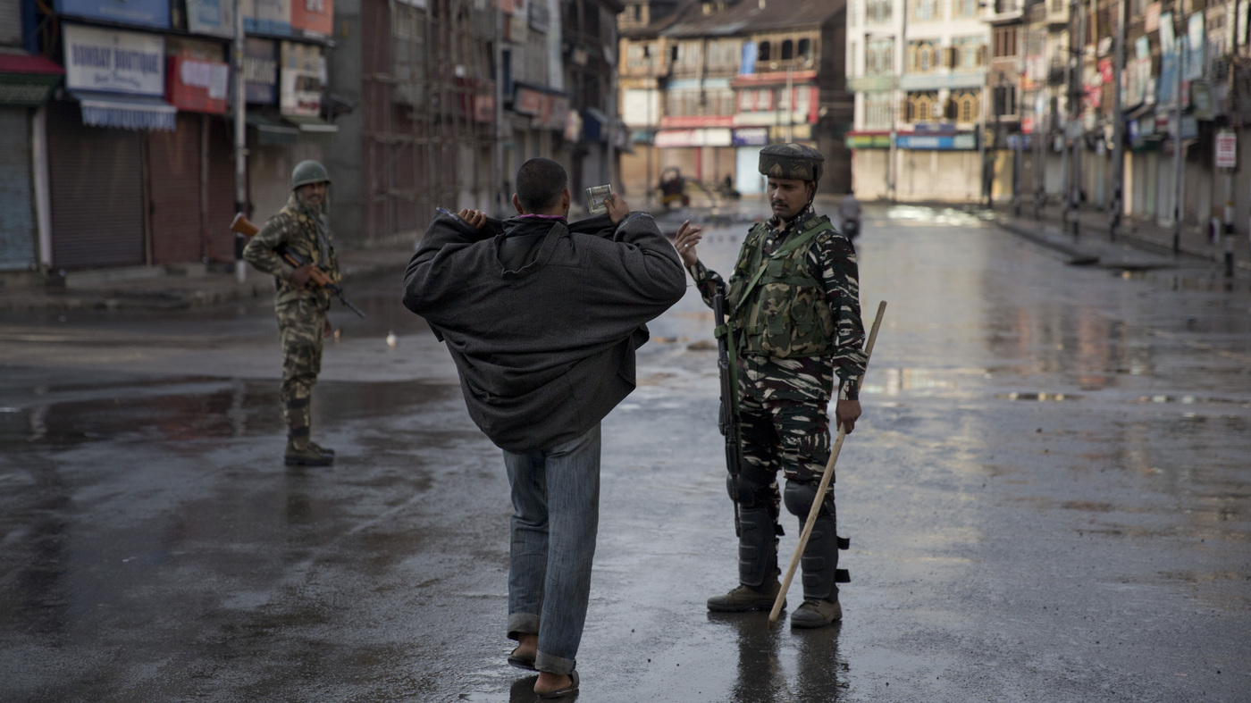 Tensions Continue High Over Kashmir, With 500 Arrests And A Communications Blackout thumbnail