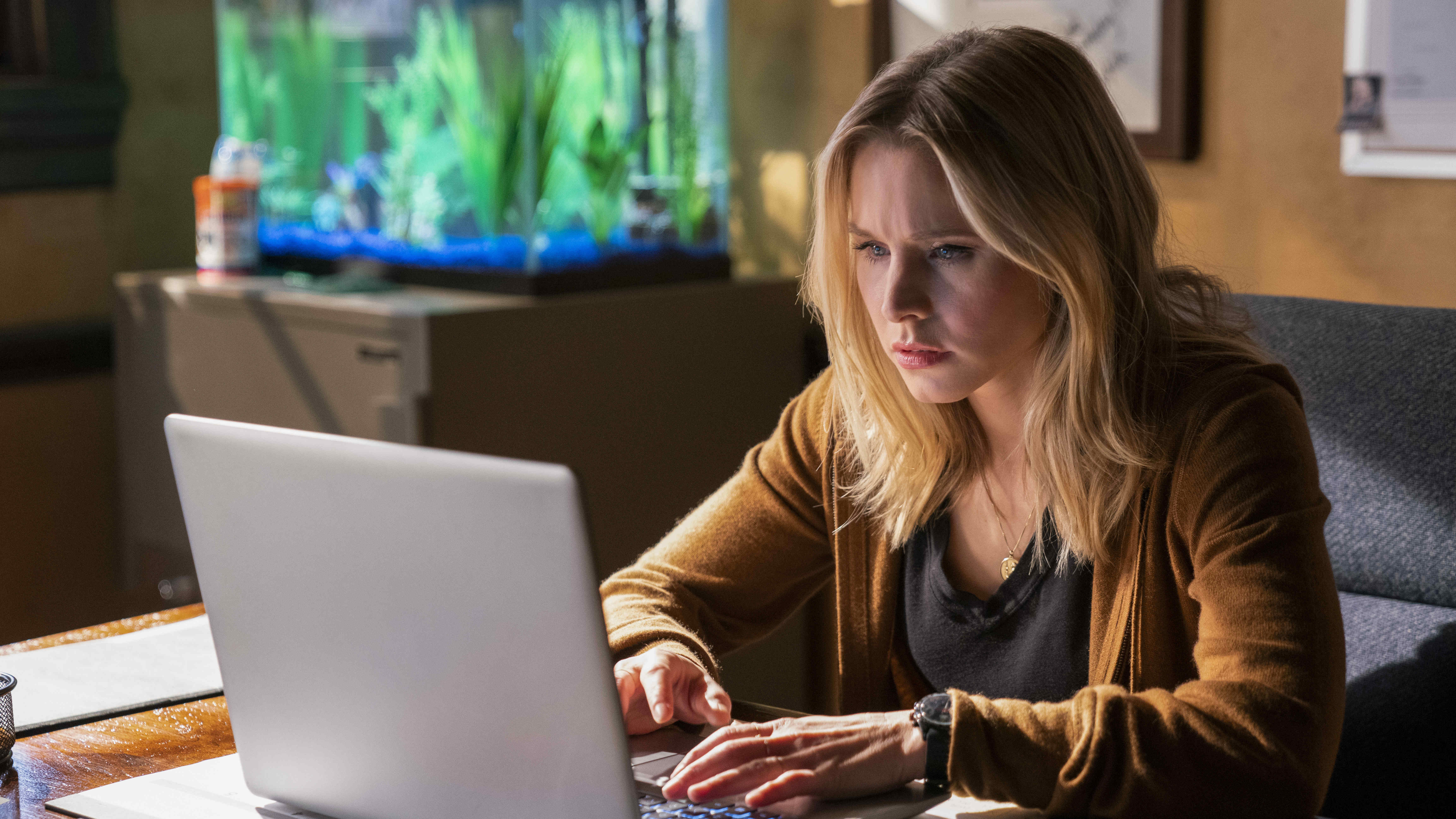 'Veronica Mars' Returns With Melodrama And A New Mystery
