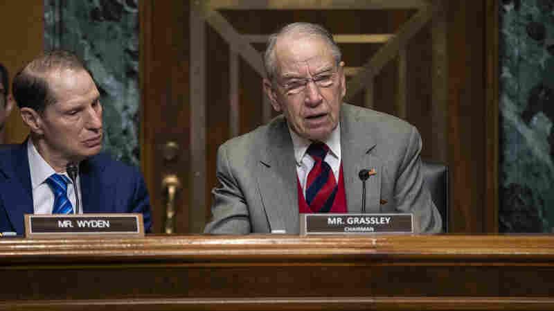 Top Senate Republican Pushes Forward With Drug Bill That Divides GOP