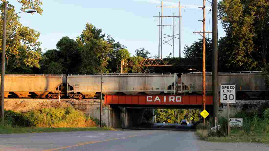 Westlake Legal Group 6_19_mb_cairo_bridge_wide-a2400fc7cab49ae97ab9bbb350dfd73ef628bf5f-s1100-c15 Months Of Flooding On Mississippi River Marooned Midwest Trade