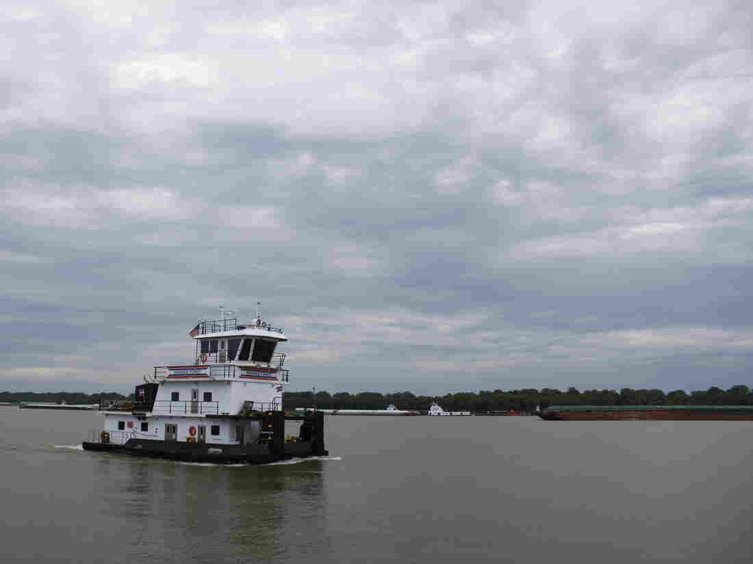 Westlake Legal Group 6_19_mb_cairo_towboat-d3d30c9c6660c0526679f31208ffad984024f332-s1100-c15 Months Of Flooding On Mississippi River Marooned Midwest Trade