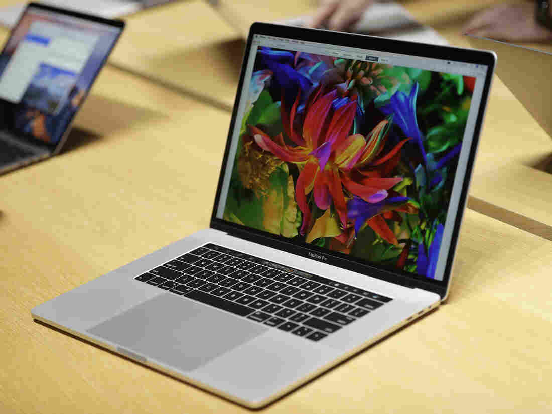 MacBook Pros with recalled batteries are banned from United States  flights