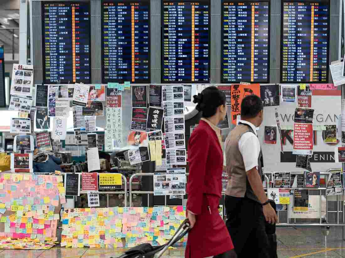 Westlake Legal Group gettyimages-1161426998-b22712c855d281e61a7dd15462868bdac42679f7-s1100-c15 Protesters Return To Hong Kong's Airport, Causing Flight Cancellations For 2nd Day