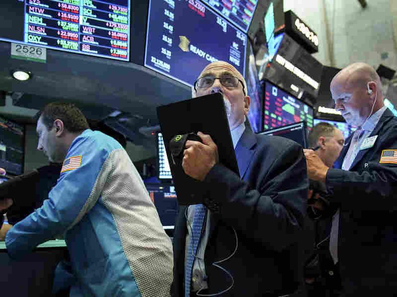 Westlake Legal Group gettyimages-1158938569-5ce3bd10a1db60386e249178e5ba85697a455786-s800-c15 Dow Tumbles More Than 600 Points As Bond Markets Signal Recession