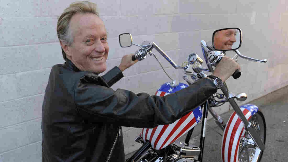 Westlake Legal Group ap_091023046658_wide-2ba331f4fec6cd95d81a636c0ef481698f6d69d0-s1100-c15 Peter Fonda, Hollywood's 'Easy Rider,' Dies At 79