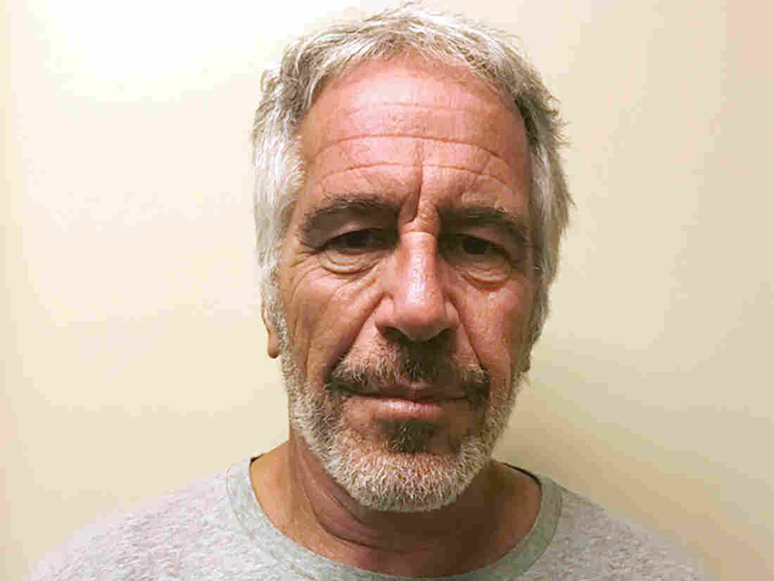 Westlake Legal Group ap_19228678381341-24b5618bb79e1a4415c4a490667157d716883416-s1100-c15 Jeffrey Epstein's Death Ruled A Suicide By New York Medical Examiner