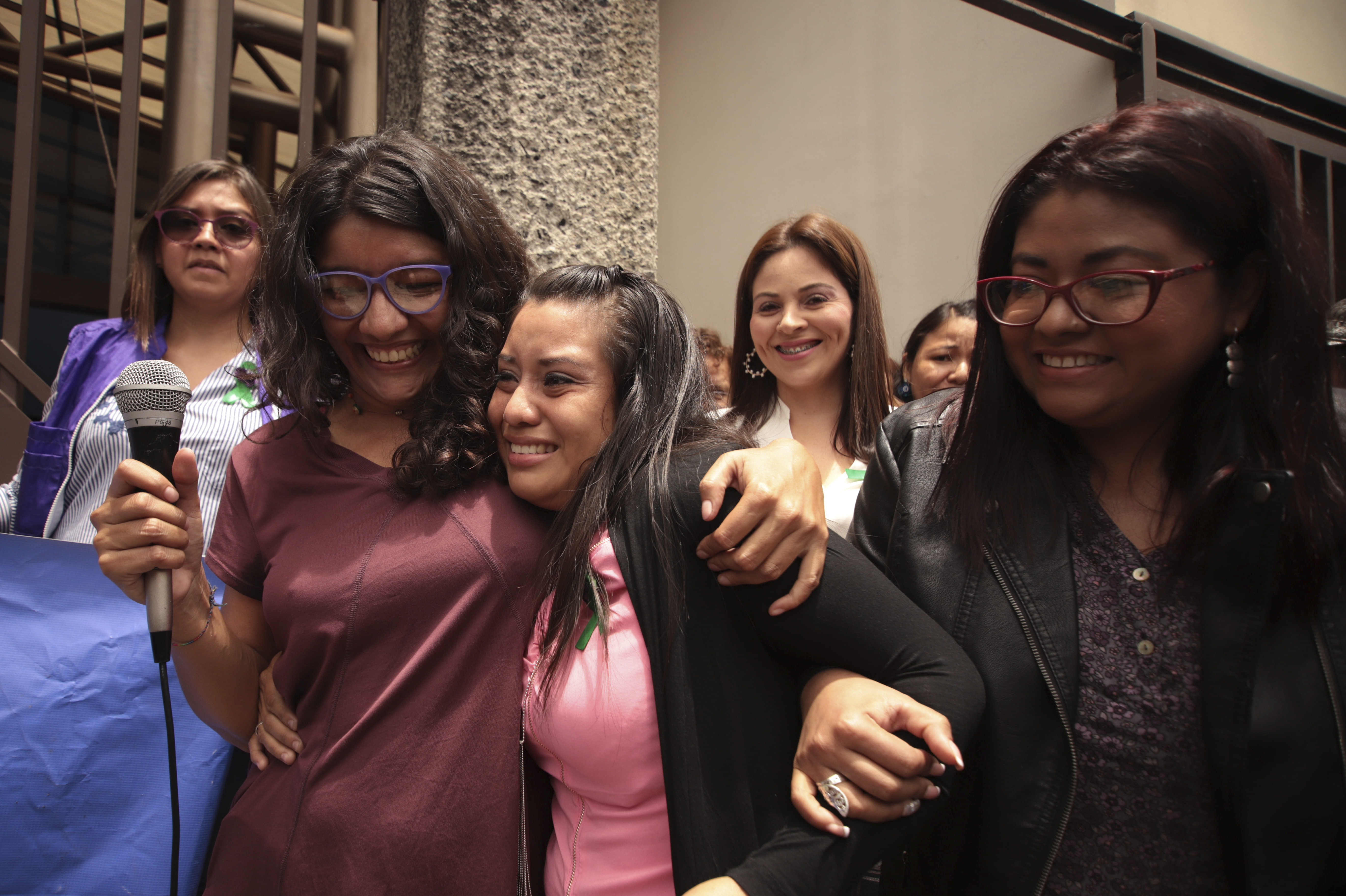Salvadoran Woman Who Lost Her Pregnancy Is Acquitted Of Homicide In Retrial